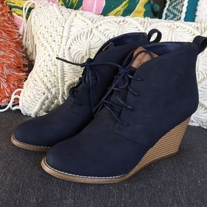 *Nautica Navy Wood Stack Wedge Laced Ankle Booties